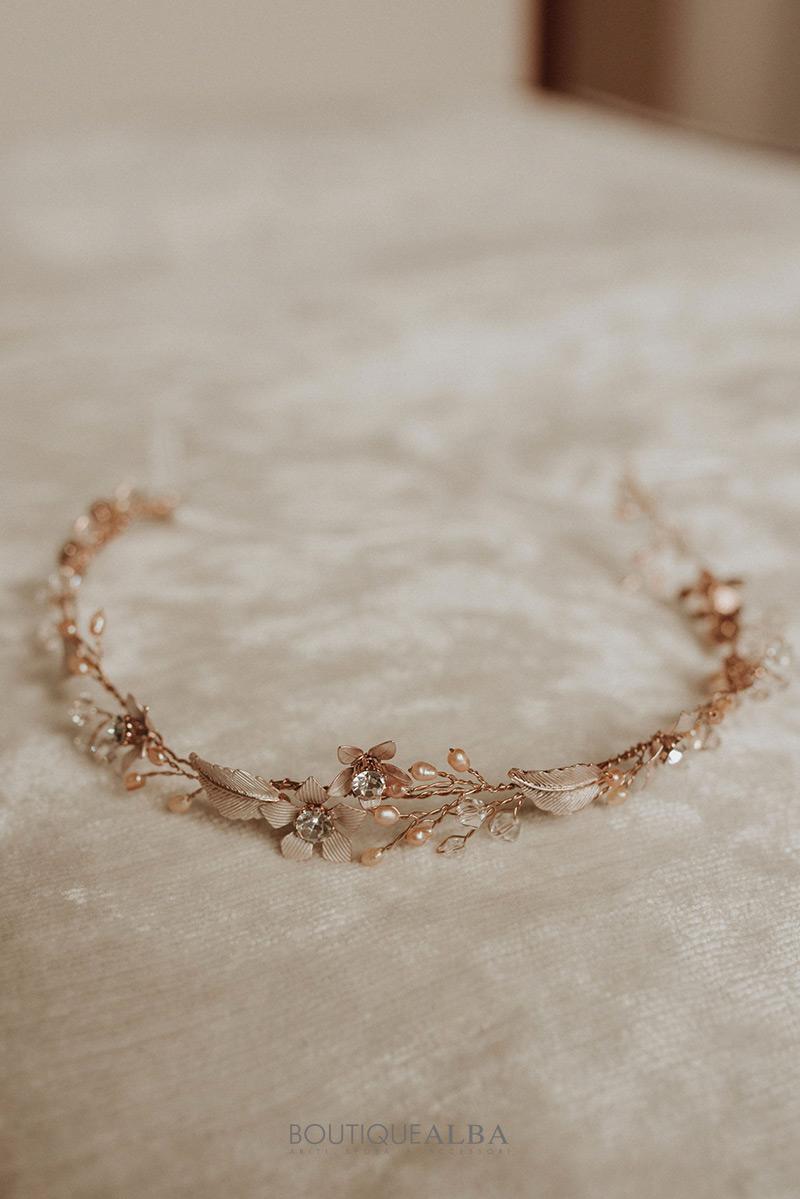 Coroncina-sposa-oro-rosa-con-fiori-boutique-alba-cerchietto-2
