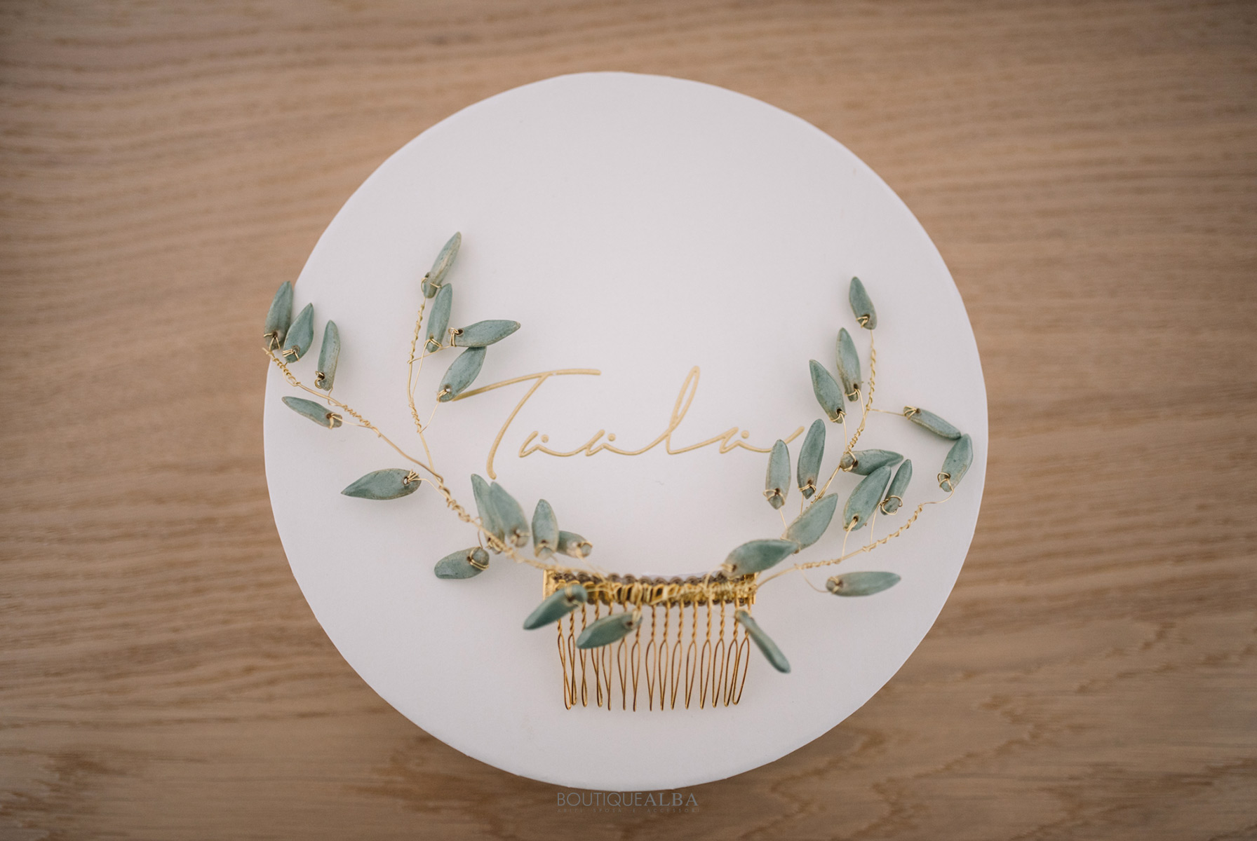 acconciatura-sposa-inporcellana-verde-salvia-taala-boutique-alba-cerchietto-1